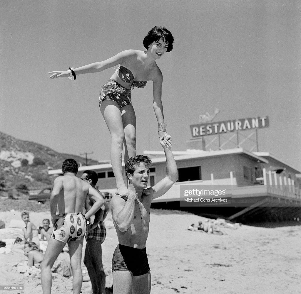 Thalians Beach Ball : News Photo