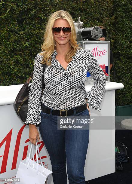 Actress Natasha Henstridge attends The Byron Tracey Lounge held at Byron Tracey Salon on May 29 2009 in Beverly Hills California
