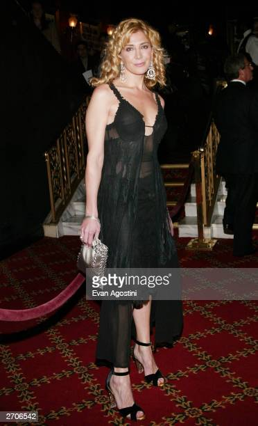 "Actress Natasha Richardson attends the World Premiere of ""Love Actually"" at the Ziegfeld Theatre November 06, 2003 in New York City."