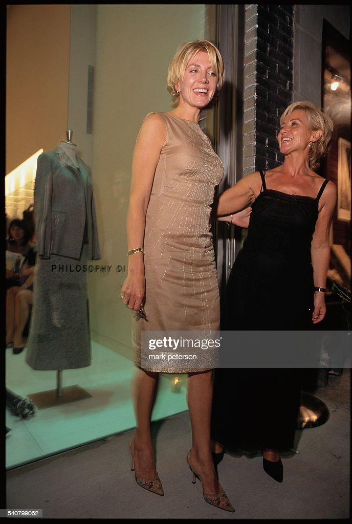 Natasha Richardson with Alberta Ferretti : News Photo