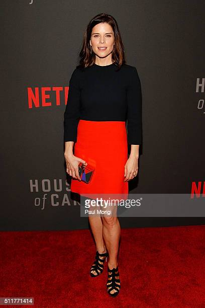 Actress Neve Campbell attends the portrait unveiling and season 4 premiere of Netflix's 'House Of Cards' at the National Portrait Gallery on February...