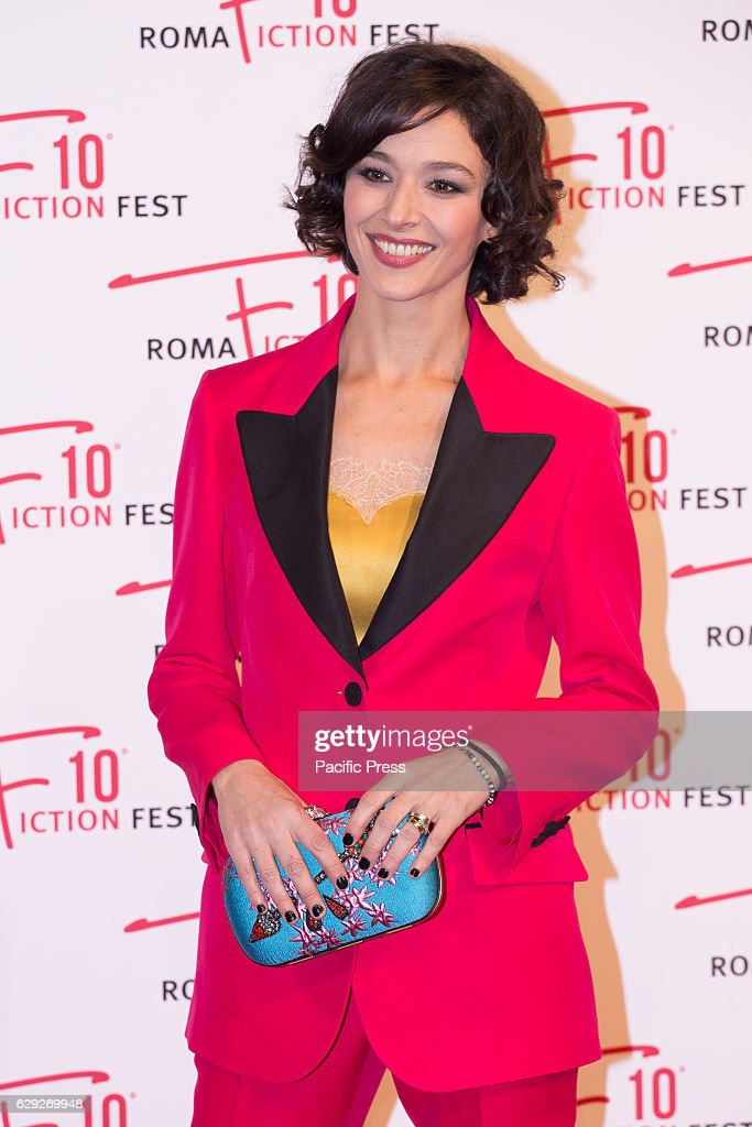 Actress Nicole Grimaudo arrives on the red carpet for ... : Nachrichtenfoto