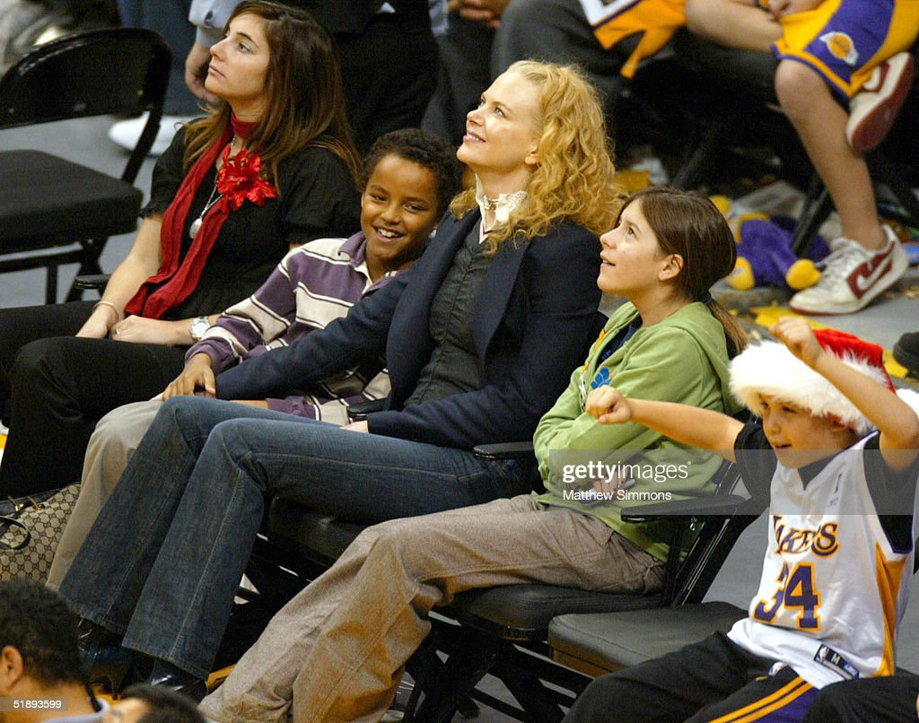 Celebs At The Lakers Game : News Photo