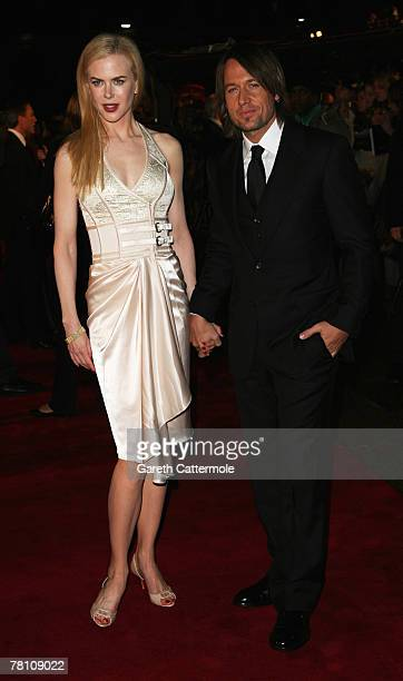 Actress Nicole Kidman and husband Keith Urban attend the World Premiere of 'The Golden Compass' at the Odeon Leicester Square on November 27 2007 in...