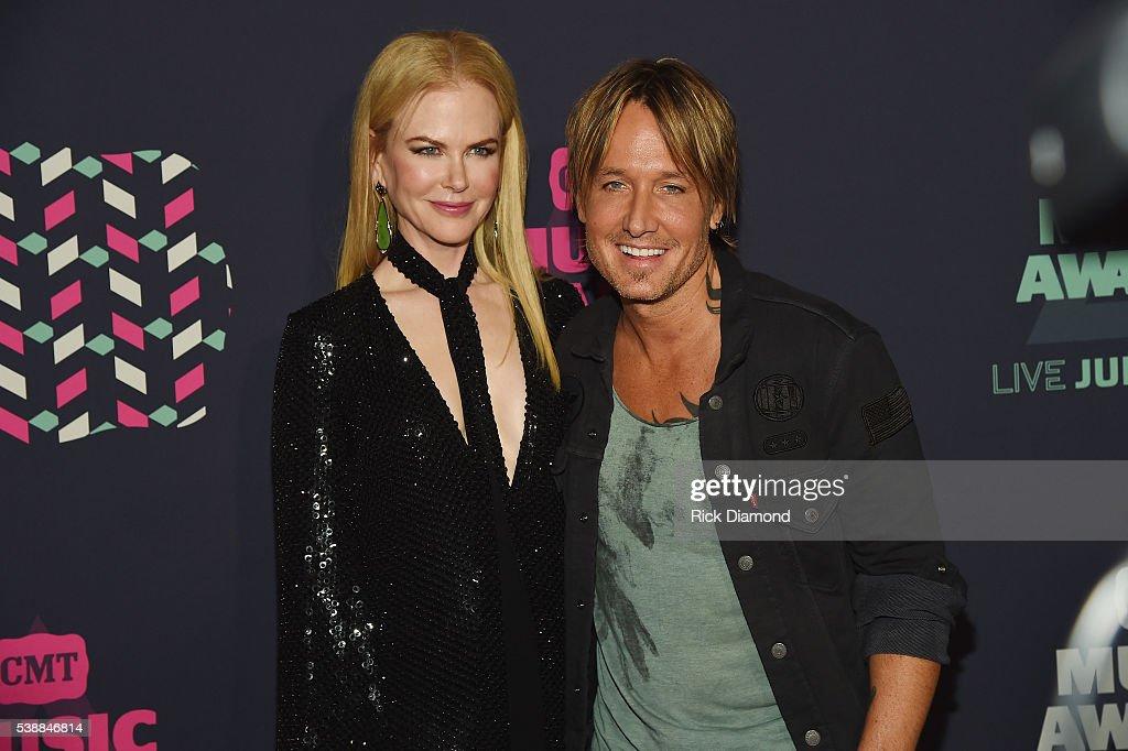 2016 CMT Music Awards - Red Carpet : News Photo