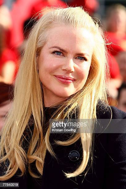 Actress Nicole Kidman arrives on the red carpet at the 2007 ARIA Awards at Acer Arena on October 28 2007 in Sydney Australia The 21st annual...