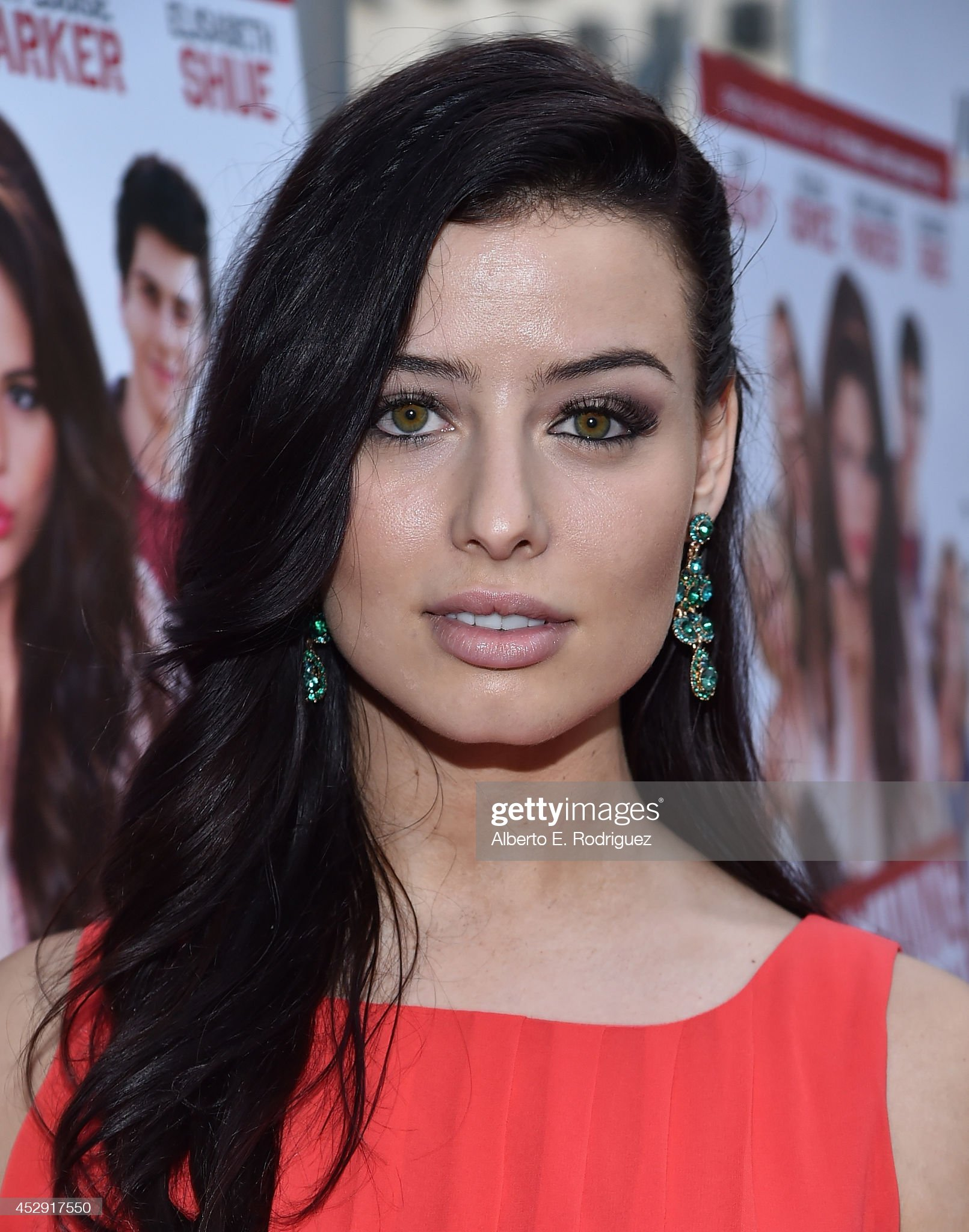 Hazel eyes - Personas famosas con los ojos de color AVELLANA Actress-nicole-shipley-arrives-to-the-premiere-of-mad-chances-badly-picture-id452917550?s=2048x2048