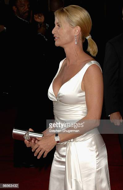 Actress Nicollette Sheridan arrives at the 32nd Annual People's Choice Awards at the Shrine Auditorium on January 10 2006 in Los Angeles California