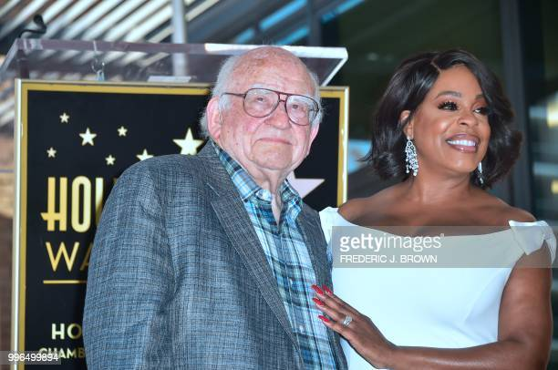 Actress Niecy Nash poses with actor Ed Asner on her Hollywood Walk of Fame Star during a ceremony in Hollywood California on July 11 2018 Niecy Nash...