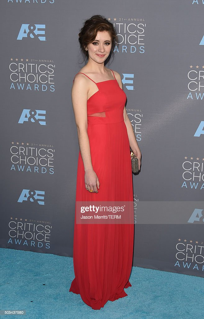 Actress Noel Wells attends the 21st Annual Critics' Choice Awards at Barker Hangar on January 17, 2016 in Santa Monica, California.
