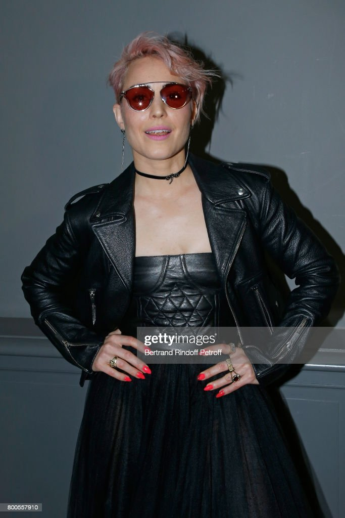 Dior Homme : Front Row  - Paris Fashion Week - Menswear Spring/Summer 2018 : News Photo