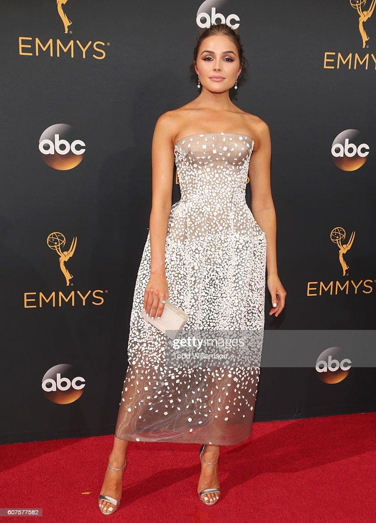 68th Annual Primetime Emmy Awards - Arrivals : Fotografía de noticias