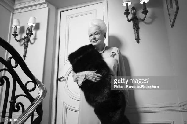 Actress Olivia de Havilland poses at home for Madame Figaro on October 14 2010 Figaro ID 098972005 CREDIT MUST READ Philippe...