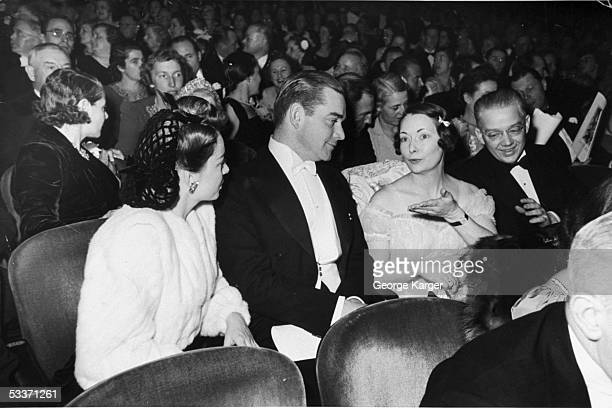 Actress Olivia DeHaviland Jock Whitney author Margaret Mitchell and her husband John Marsh at the 'Gone With the Wind' premiere