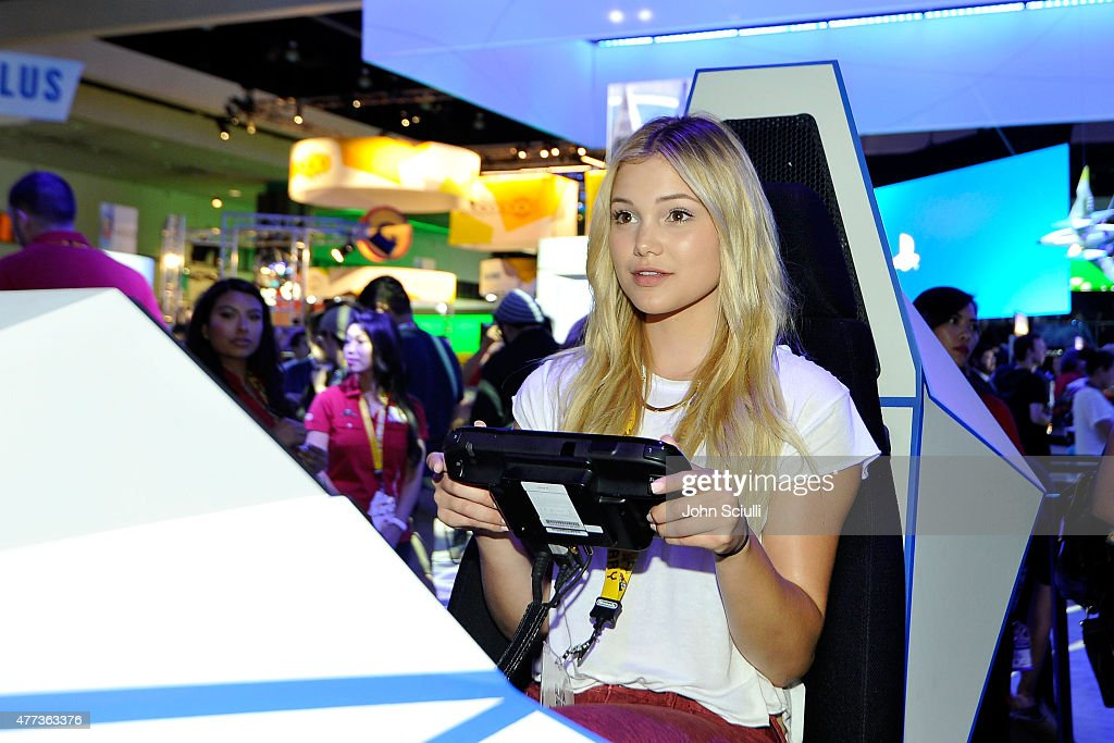 Nintendo Hosts Celebrities At 2015 E3 Gaming Convention : News Photo