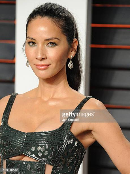 Actress Olivia Munn attends the 2016 Vanity Fair Oscar Party hosted By Graydon Carter at Wallis Annenberg Center for the Performing Arts on February...