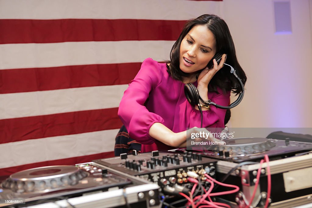 Actress Olivia Munn entertains military members and their families at the launch event for Jeep Operation Safe Return at the USO Warrior & Family Center on February 6, 2013 in Fort Belvoir, Virginia.