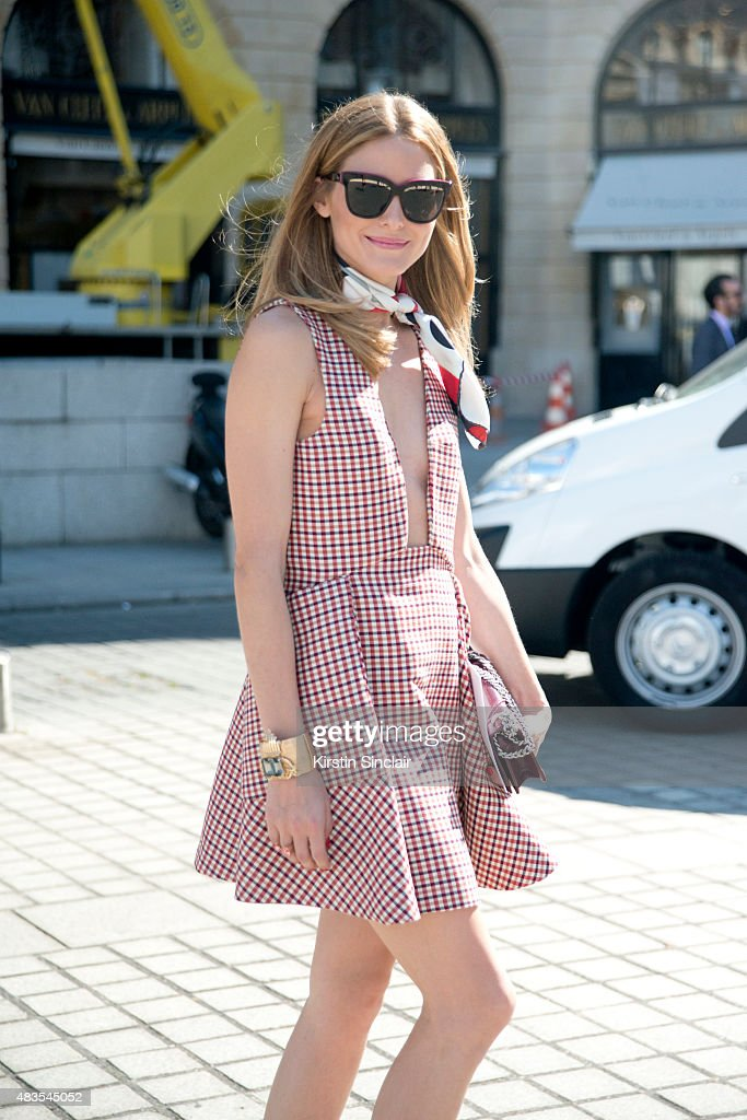 Street Style - Paris Fashion Week : Haute Couture Fall/Winter 2015/2016 : Day Two : News Photo