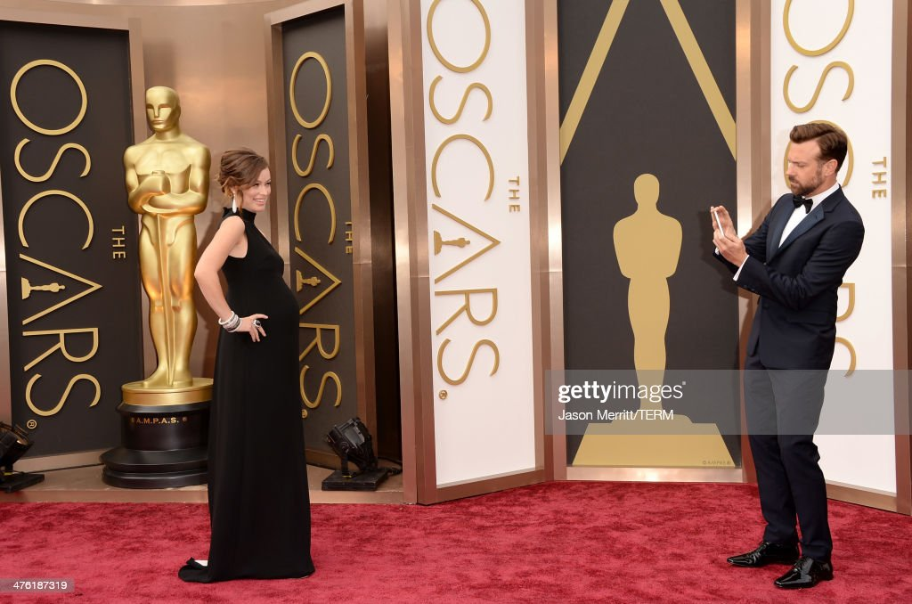 Actress Olivia Wilde (L) and Jason Sudeikis attends the Oscars held at Hollywood & Highland Center on March 2, 2014 in Hollywood, California.