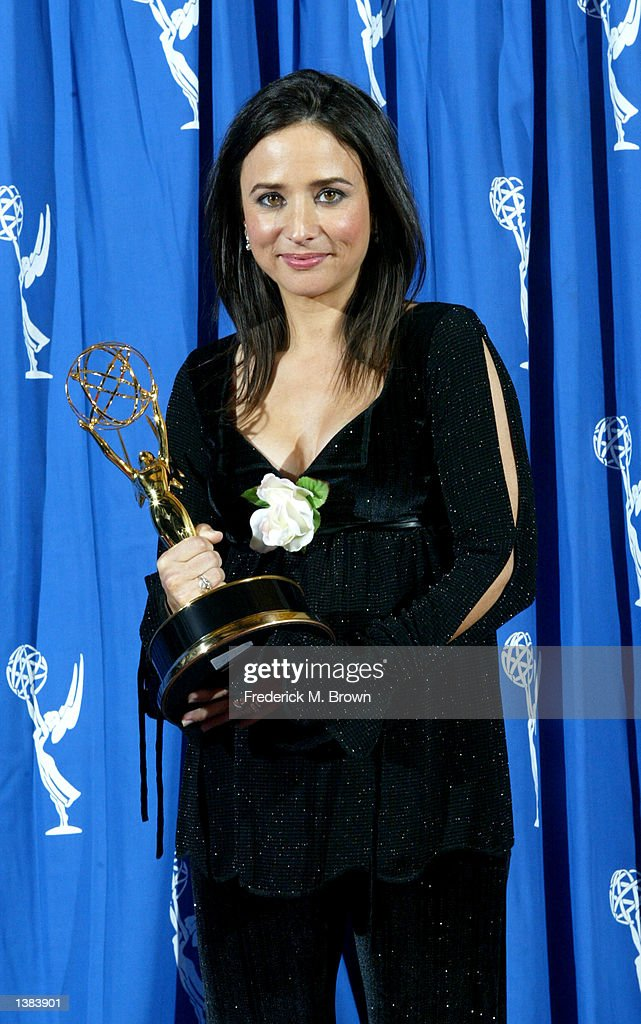 Pamela Segall Adlon At The 2002 Creative Arts Emmy Awards Backstage : News Photo