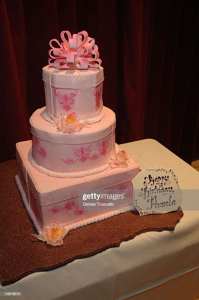 Swell Actress Pamela Anderson 40Th Birthday Cake At The Las Vegas Casino Birthday Cards Printable Inklcafe Filternl