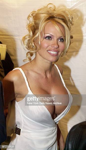 Actress Pamela Anderson arrives at Radio City Music Hall for 'VH1 Divas Live The One and Only Aretha Franklin' Celebrities and musicians turned out...