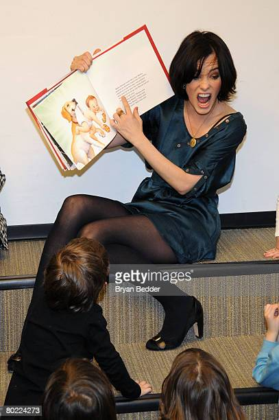 Actress Parker Posey of FOX's 'The Return Of Jezebel James' reads to children while hosting storytime at the Epiphany Branch Library on March 12 2008...