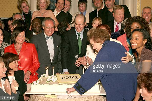 Actress Patricia Neal cuts the cake at The Tony Awards Honor Presenters And Nominees at the Waldorf Astoria on June 10 2006 in New York