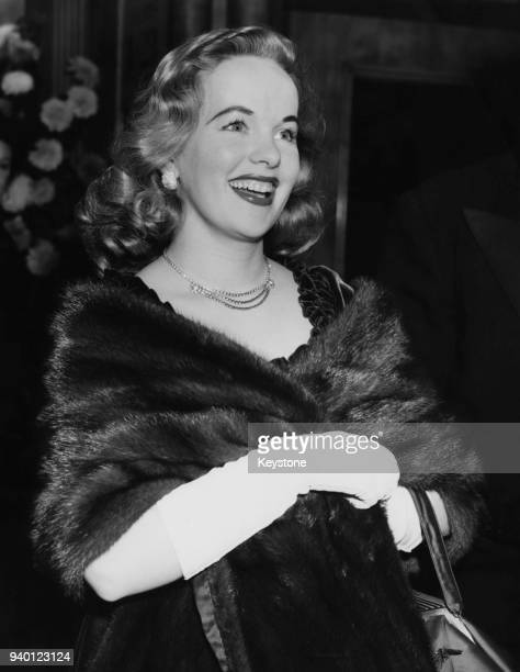 Actress Peggy Cummins arrives at the Odeon Leicester Square in London for the premiere of the film 'The Robe' 19th November 1953