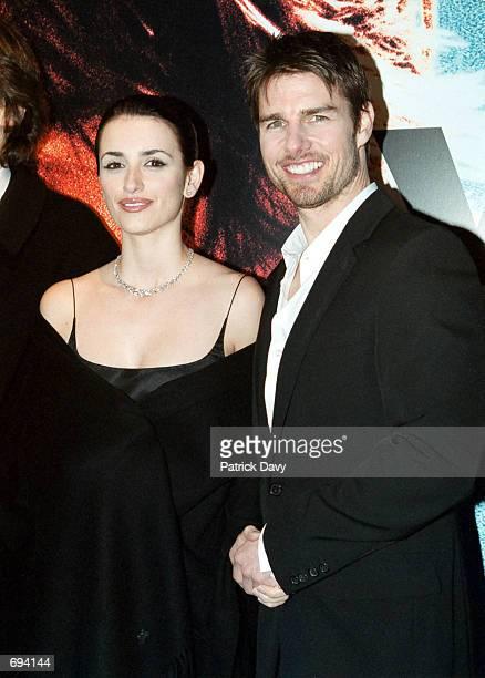 Actress Penelope Cruz and actor Tom Cruise promote their film 'Vanilla Sky'''' January 22 2002 in Paris