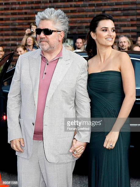 Actress Penelope Cruz and director Pedro Almodovar attend the premiere of 'Los Abrazos Rotos' at cinema Kulturbrauerei on August 3 2009 in Berlin...