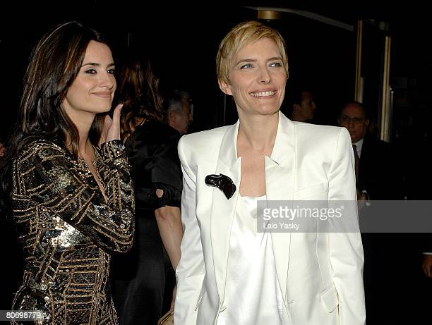 Actress Penelope Cruz and Prime Ministers wife Sonsoles Espinosa attend the premiere of Elegy at the Capitol cinema on April 16 2008 in Madrid Spain