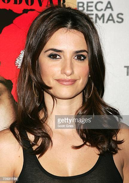 """Actress Penelope Cruz arrives at a private screening of """"Volver"""" at the Tribeca Cinema Gallery November 13, 2006 in New York City."""
