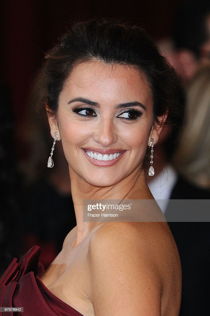 Actress Penelope Cruz arrives at the 82nd Annual Academy Awards held at Kodak Theatre on March 7, 2010 in Hollywood, California.