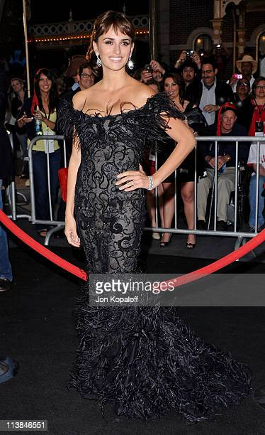 """Actress Penelope Cruz arrives at the World Premiere """"Pirates Of The Caribbean: On Stranger Tides"""" at Disneyland on May 7, 2011 in Anaheim, California."""