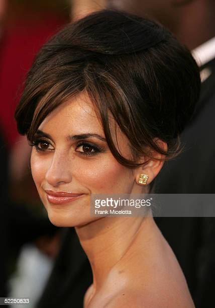Actress Penelope Cruz arrives the 77th Annual Academy Awards at the Kodak Theater on February 27 2005 in Hollywood California