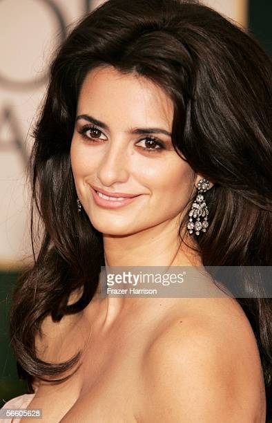 Actress Penelope Cruz arrives to the 63rd Annual Golden Globe Awards at the Beverly Hilton on January 16 2006 in Beverly Hills California