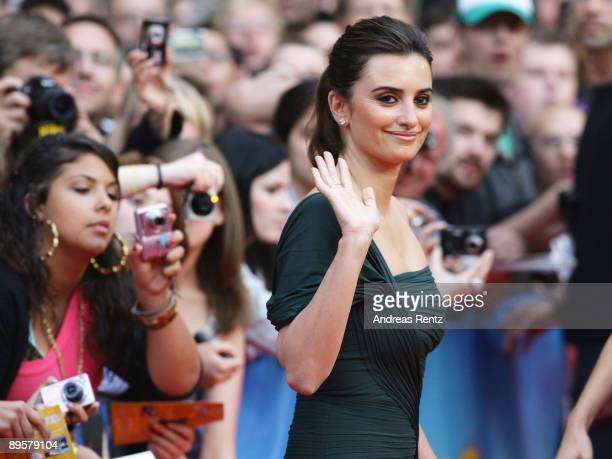 Actress Penelope Cruz attends the Los Abrazos Rotos German Premiere at cinema Kulturbrauerei on August 3 2009 in Berlin Germany