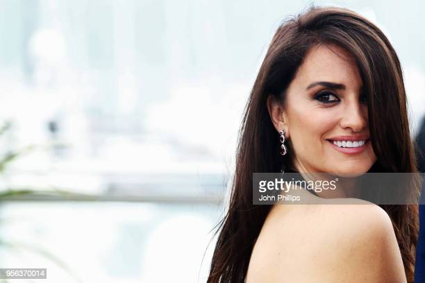 Actress Penelope Cruz wearing jewels by Atelier Swarovski Fine Jewelry attends the photocall for Everybody Knows during the 71st annual Cannes Film...