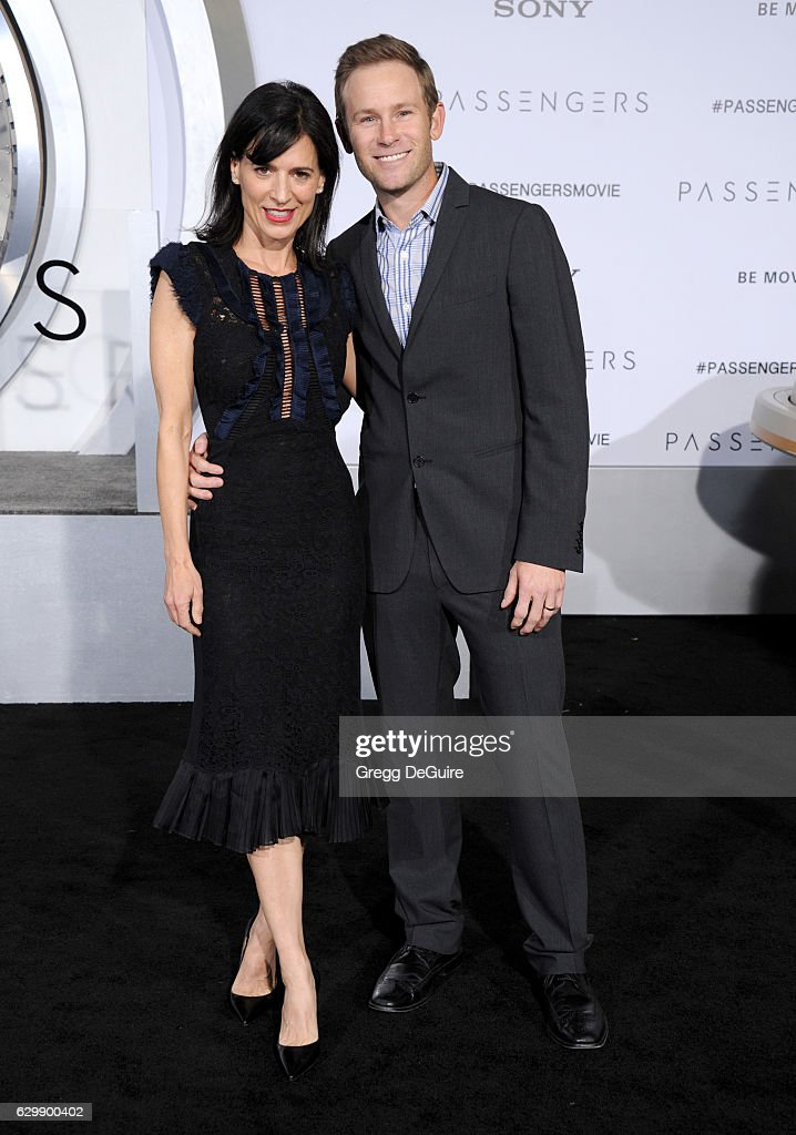 Actress Perrey Reeves and husband Aaron Endress-Fox arrive at the premiere of Columbia Pictures' 'Passengers' at Regency Village Theatre on December 14, 2016 in Westwood, California.
