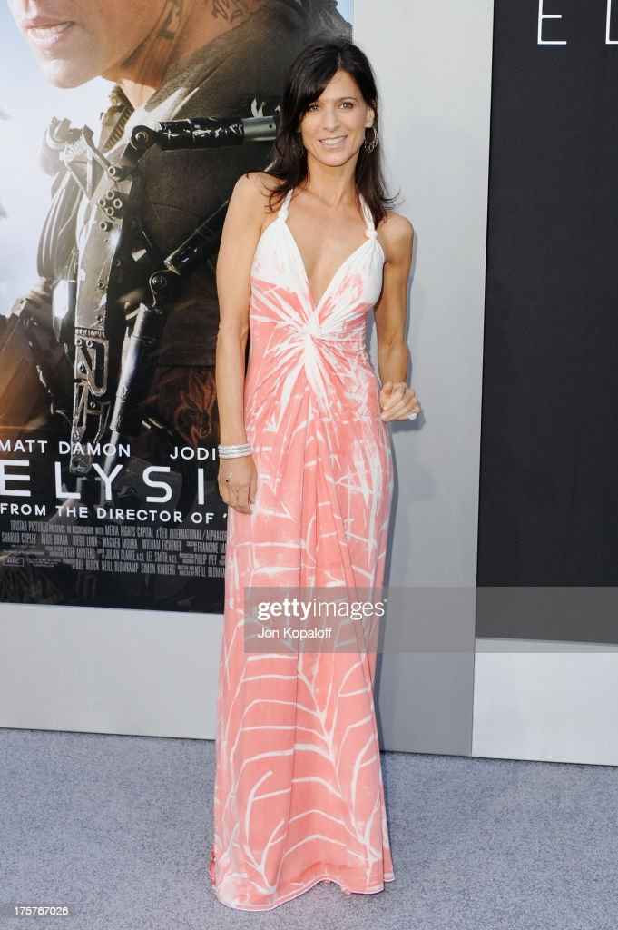 Actress Perrey Reeves arrives at the Los Angeles Premiere 'Elysium' at Regency Village Theatre on August 7, 2013 in Westwood, California.