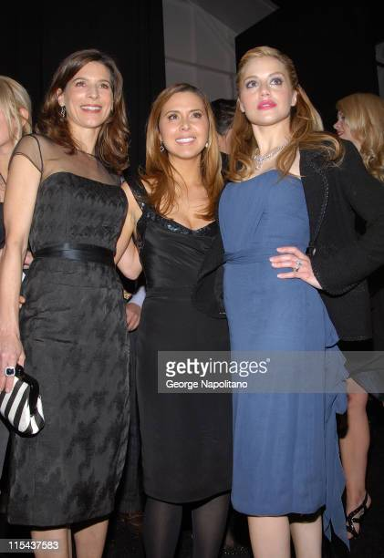 Actress Perrey Reeves designer Monique Lhuillier and actress Brittany Murphy attend Monique Lhuillier Fall 2008 during MercedesBenz Fashion Week at...