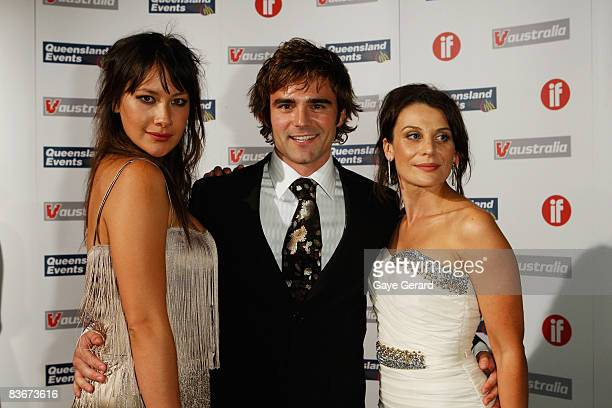 Actress Peta Sargeant Actor Dustin Clare and Actress Diana Glen arrive for the Inside Film Awards at the Royal Pines Crowne Plaza on November 13 2008...