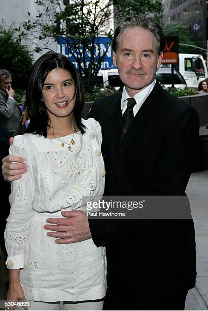 Phoebe Cates Husband Stock s and