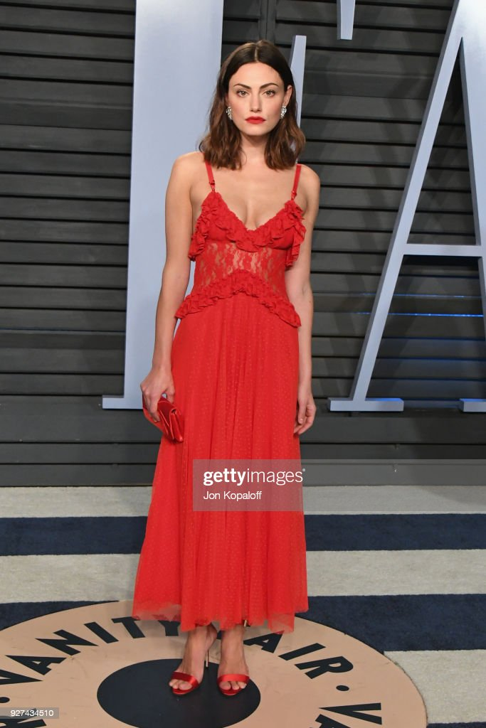 Actress Phoebe Tonkin attends the 2018 Vanity Fair Oscar Party hosted by Radhika Jones at Wallis Annenberg Center for the Performing Arts on March 4, 2018 in Beverly Hills, California.