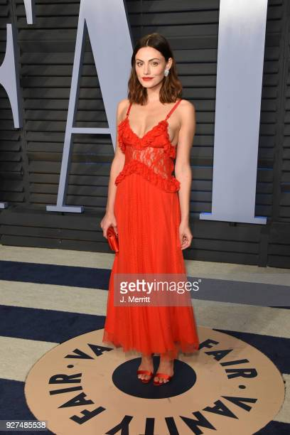 Actress Phoebe Tonkin attends the 2018 Vanity Fair Oscar Party hosted by Radhika Jones at the Wallis Annenberg Center for the Performing Arts on...