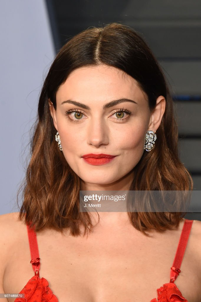 Actress Phoebe Tonkin attends the 2018 Vanity Fair Oscar Party hosted by Radhika Jones at the Wallis Annenberg Center for the Performing Arts on March 4, 2018 in Beverly Hills, California.