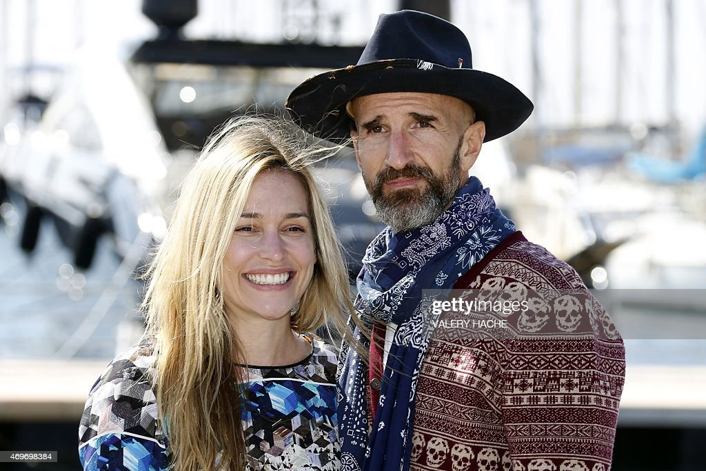 US actress Piper Perabo and New Zealand's director Stephen Kay pose... News Photo - Getty Images