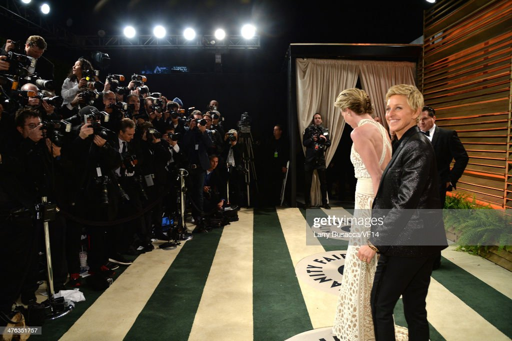 2014 Vanity Fair Oscar Party Hosted By Graydon Carter - Roaming Arrivals : News Photo