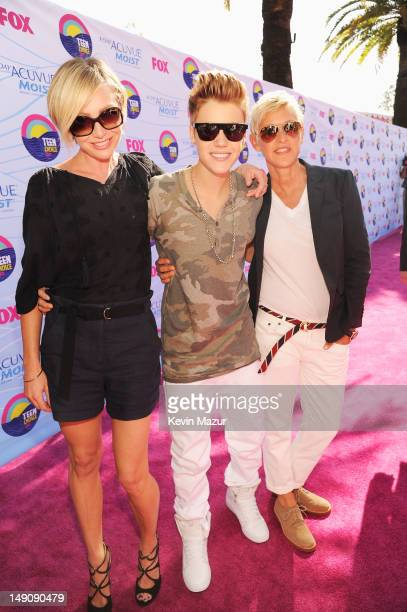 Actress Portia de Rossi musician Justin Bieber and TV personality Ellen DeGeneres arrive at the 2012 Teen Choice Awards at Gibson Amphitheatre on...